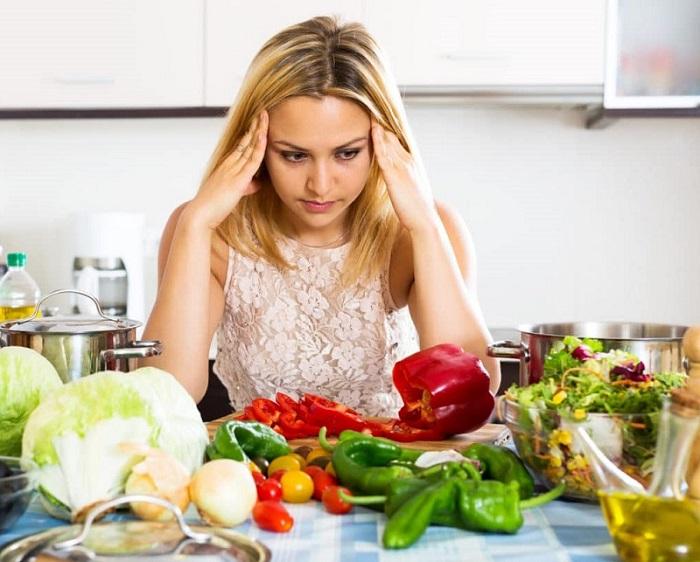 Девушка и овощи фото