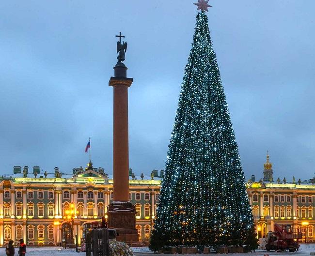 Елка на Дворцовой площади в СПб