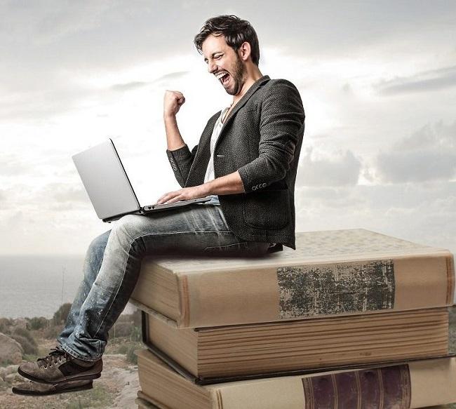Мужчина на книгах