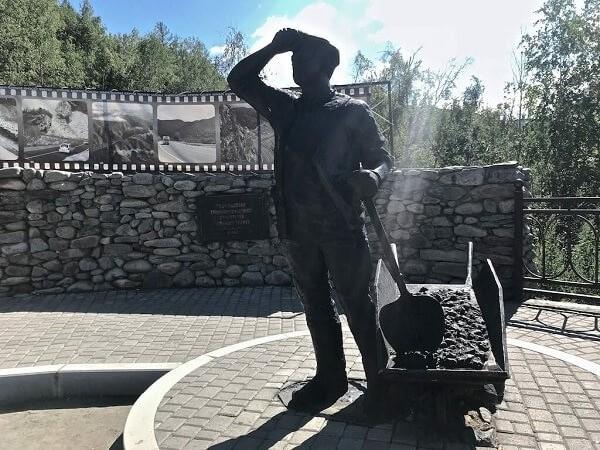 Памятник строителям Чуйского тракта