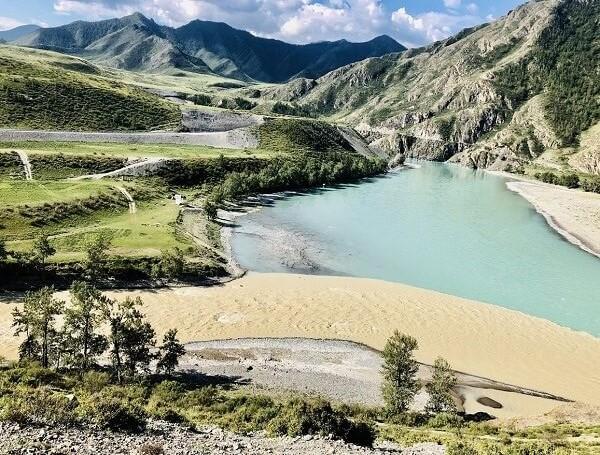 Слияние рек на Алтае