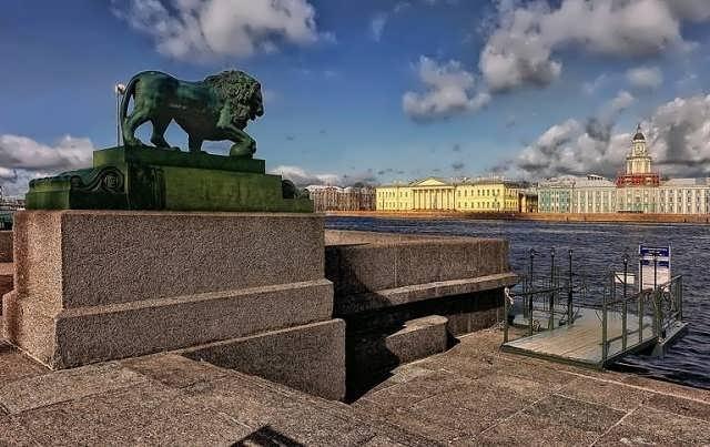 Лев на Неве