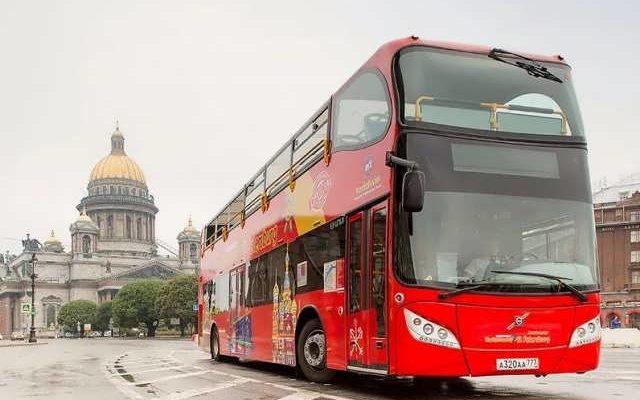 Тур красный автобус